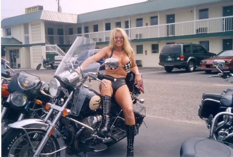 La moto Guzzi V9 Bobber Moto-guzzi-collection-235-8740